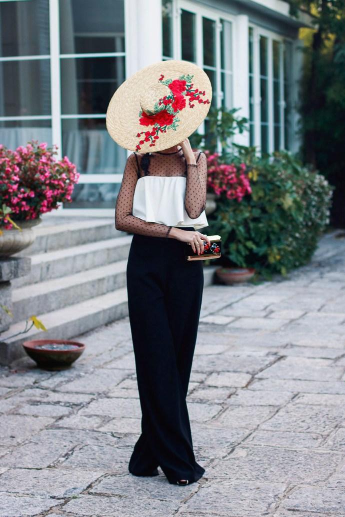 Mono invitada boda fiesta blanco negro tocado pamela rojo