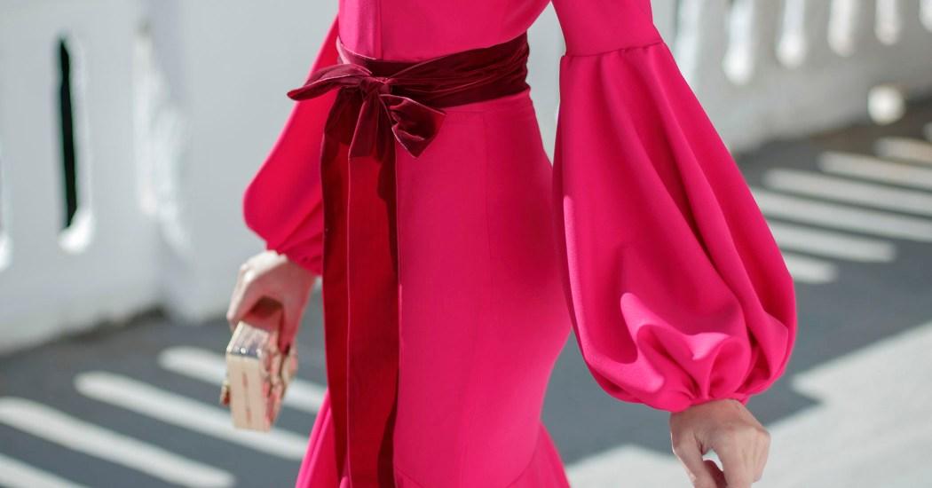 invitada boda vestido largo tendencia mangas globos volantes