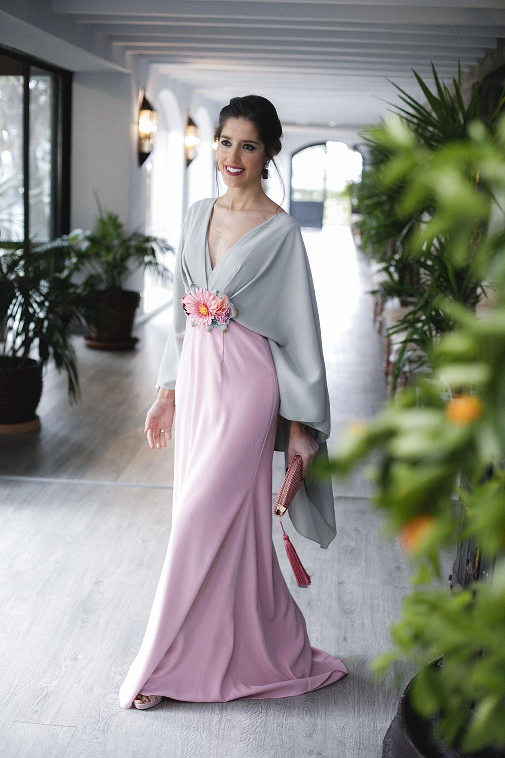 9d63a8dd2 Vestido largo con capa de Matilde Cano 25 – Invitada Perfecta by Sandra