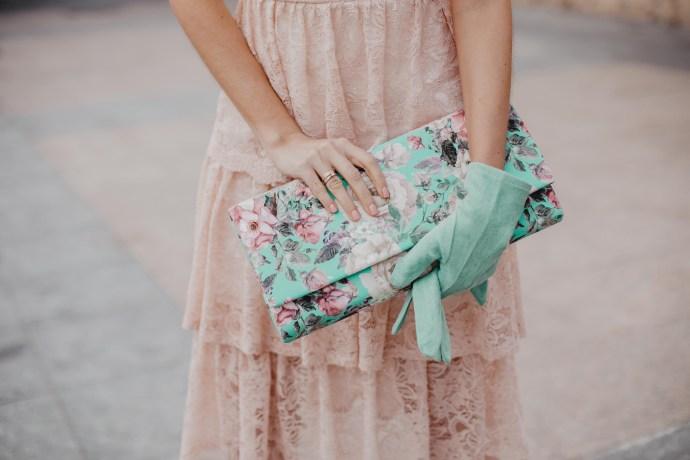 cartera estampada verde rosa invitada