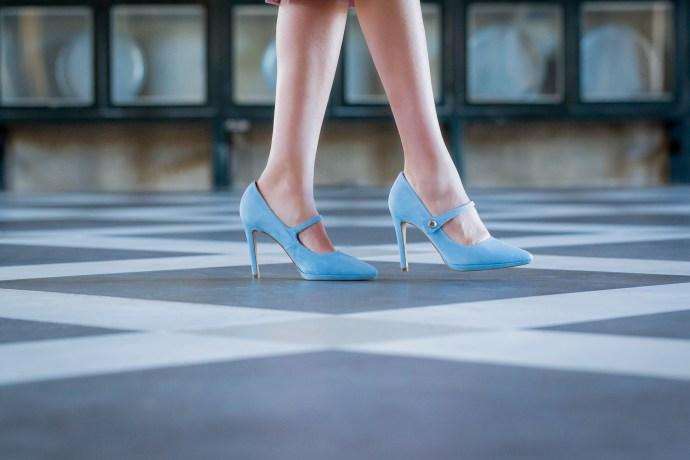 Zapatos invitada fiesta azules cómodos