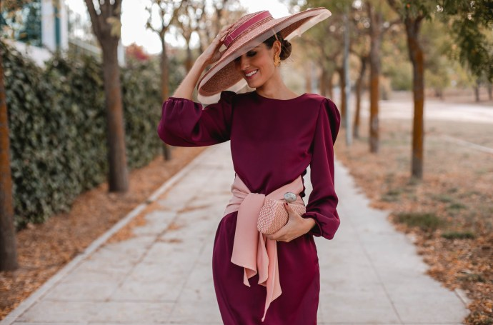 look invitada boda vestido granate