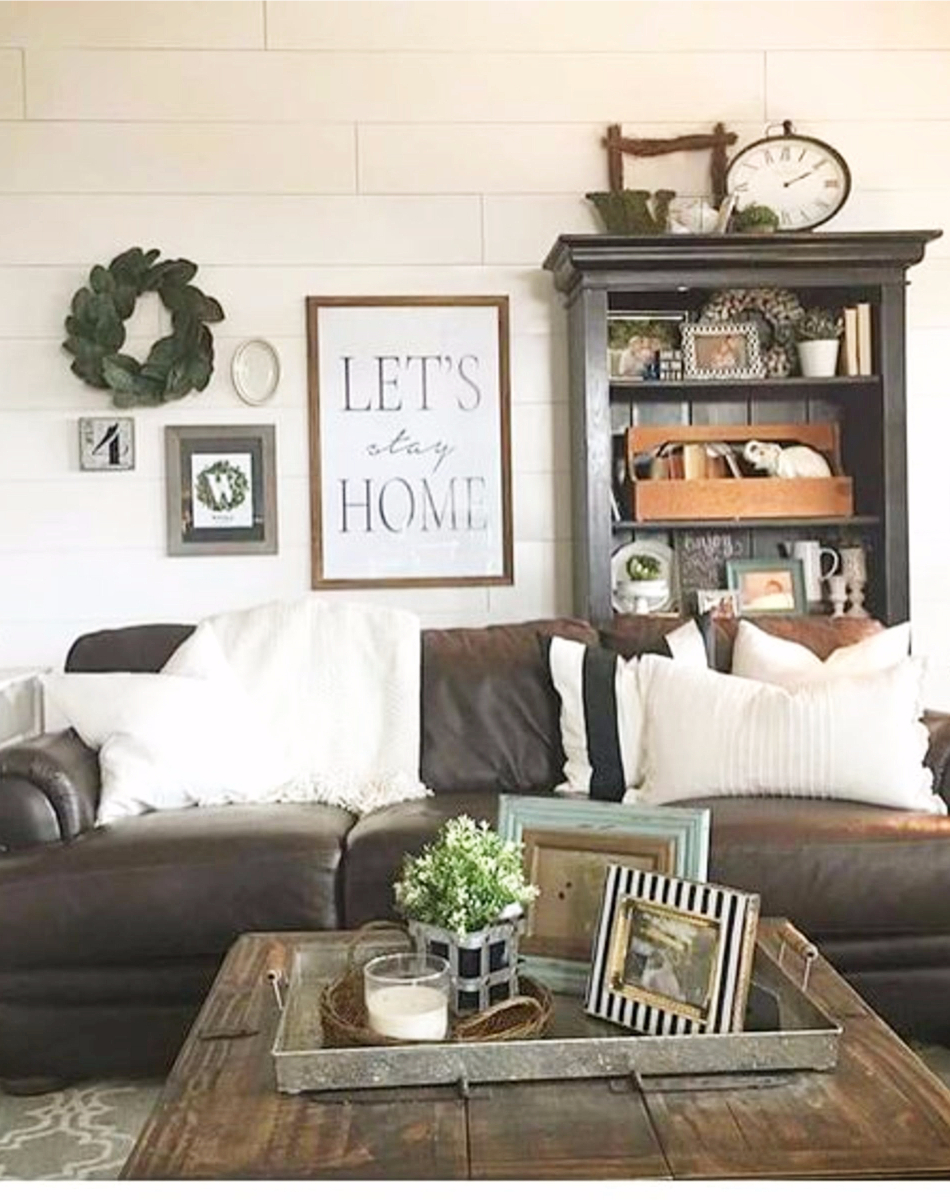 Beautifully Decorated Living Rooms For Christmas With Vaulted Systems: {Farmhouse Living Rooms} • Modern Farmhouse Living Room