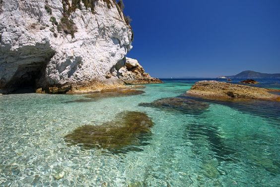 isola d'elba in world's shoes