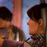 Alicia-Eva Rost, die Gründerin von InZwischenZeit:Filme bei einer Locationbegehung
