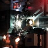 Ein Kinoprojektor. InZwischenZeit:Filme aus Frankfurt am Main wandelt Ihren Film in das Kinoformat DCP