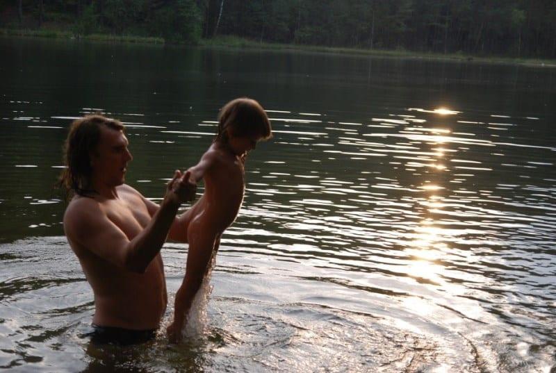 Vaikas vandenyje