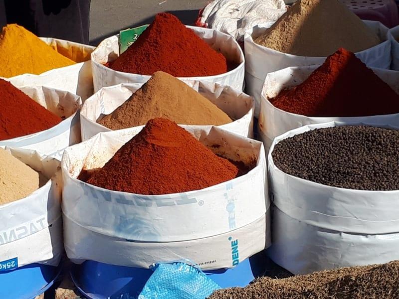Štai tokie prieskonių kiekiai Maroke...