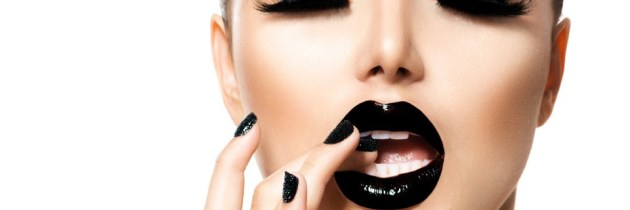 Rujul negru, atât de la modă și atât de dificil în același timp