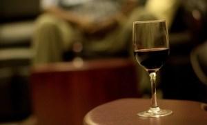 Bea vin roșu