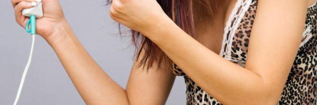 Greșeli comune în folosirea uscătorului de păr, pe care s-ar putea să le faci și tu