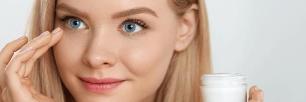 Descoperă secretele de aplicare a cremei de ochi. Ce trebuie și ce nu trebuie să faci