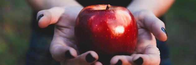 Tratează tenul gras cu acest minunat scrub de mere!