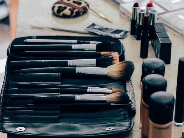 Organizează-ți cât mai bine produsele cosmetice