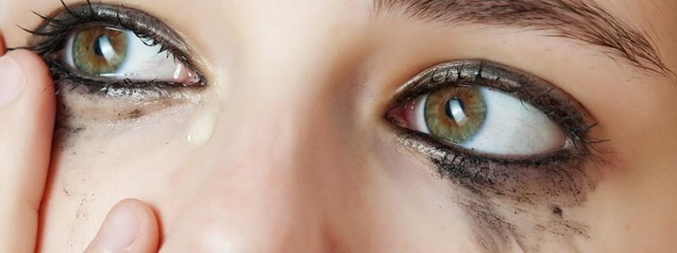 Trucuri de machiaj pentru ochii sensibili