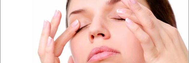 10 remedii simple și eficiente pentru pungile de sub ochi