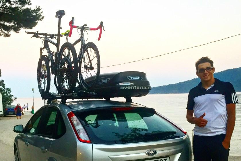 Va vine sa credeti ca aici sunt 3 biciclete si bagajele a 4 oameni? Si daca nu ies la numaratoare, este pentru ca bike-ul meu e inghesuit in portbagaj ;-) Nu am fi putut impacheta fara ajutorul Aventuria.ro