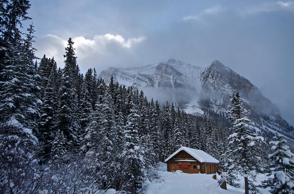 Lake-Louise-Winter