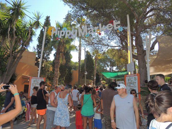 L'ingresso del mercatino hippy