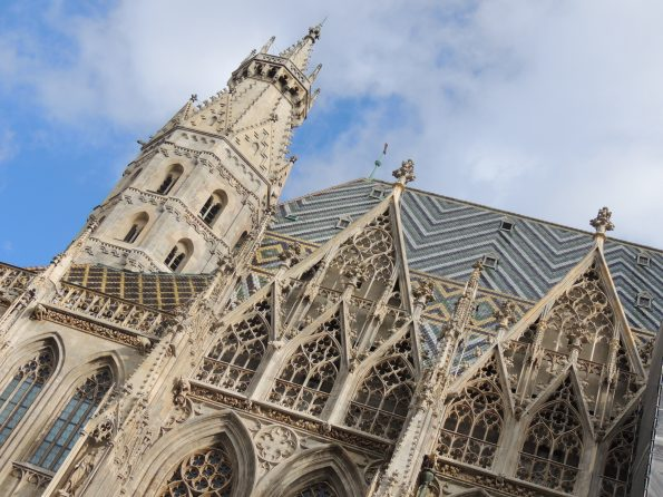 Stephansdom, particolare con le tegole colorate del tetto