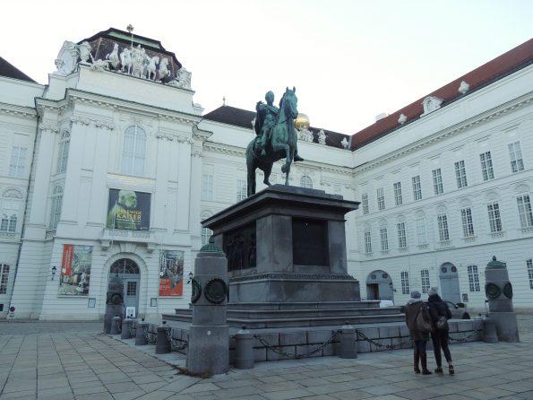 Josefsplatz, la statua di Giuseppe II e la Biblioteca Nazionale Austriaca