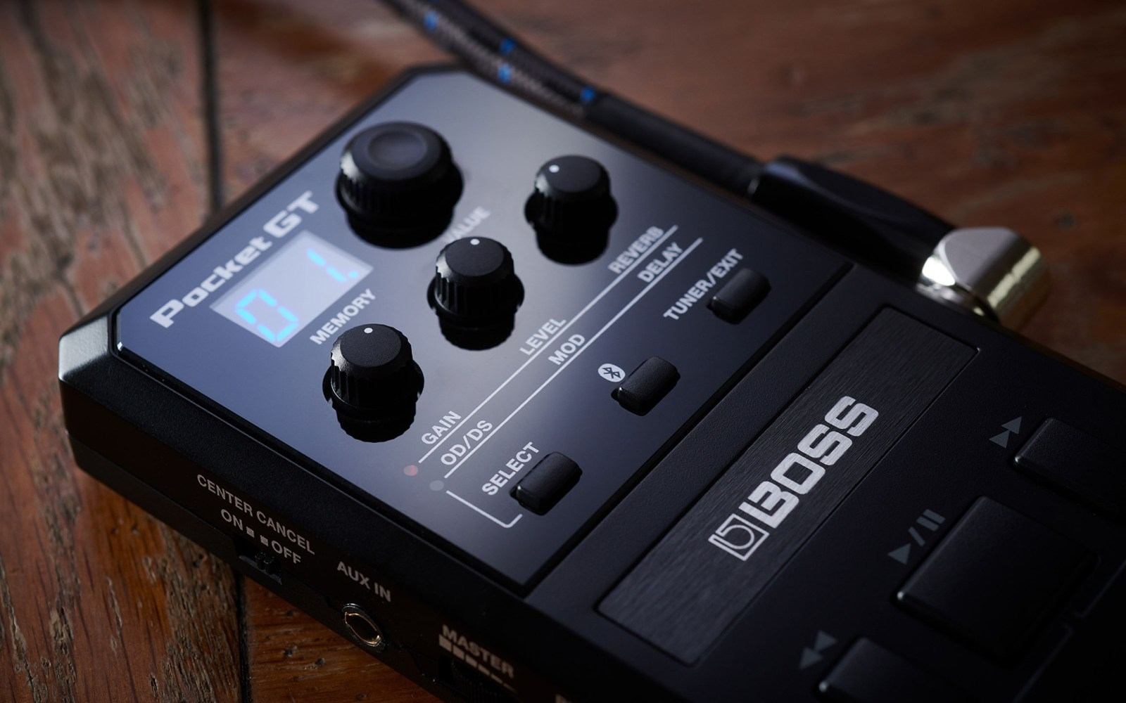 Pocket GT it's a smart effects processor that teaches you to play the guitar easily