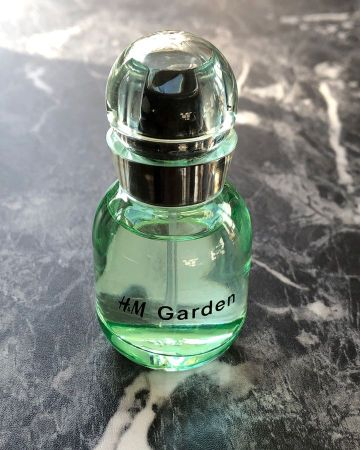 Affordable Beauty Gift Ideas For Christmas: H&M GARDEN eau de toilette 20ml fresh unisex scent packed with green notes, grass, and rain
