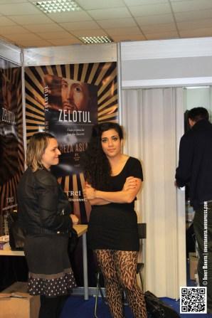 Athena Farrokhzad la standul editurii TREI
