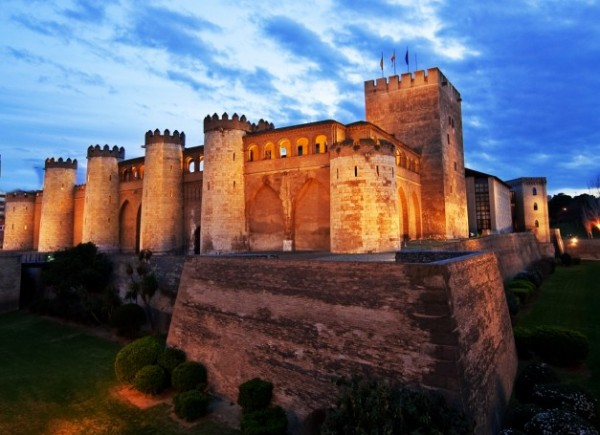 Palacio de la Aljafería en Zaragoza, lugar donde se desarrolla parte de la acción