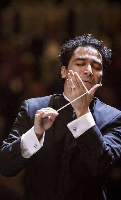 Andrés-Orozco-Estrada-credit-Werner-Kmetitsch- Réquiem de Giuseppe Verdi en Frankfurt