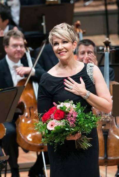 Concierto de Nochevieja de la Filarmónica de Berlín, desde la Philharmonie de Berlín, vídeo del concierto con Joyce DiDonato dirigido por Sir Simon Rattle