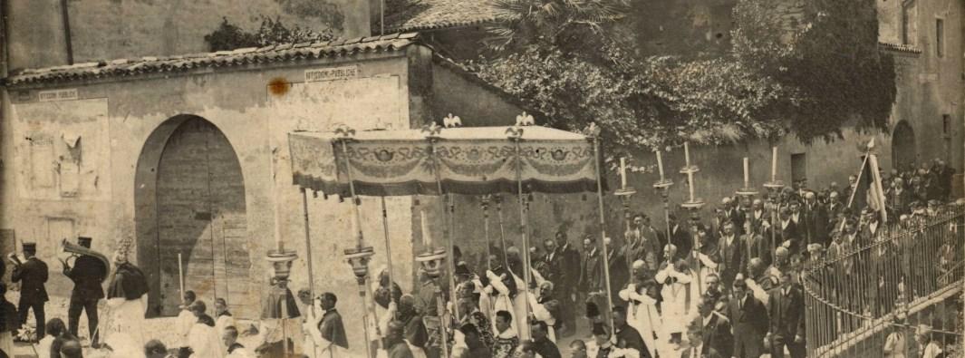Processione sul rione Valverde a Trezzo (Archivio Rolla)