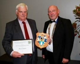 Bruce Taylor receives IOQNZ Award from Les Ward