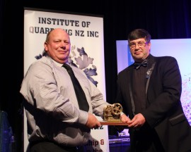Don Parker (Road Metals) receives the Niemac Innovation Award from Gordon Laing.