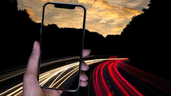 Larga exposición en la carretera para el fondo de pantalla del iPhone