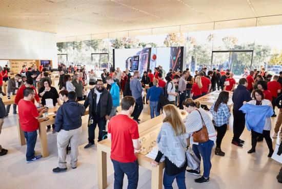 Los empleados de Apple no están de acuerdo con Tim Cook sobre el regreso en septiembre