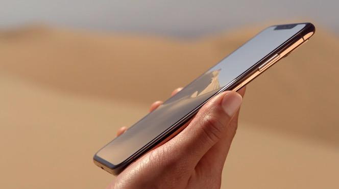 iPhone Xs Max mano