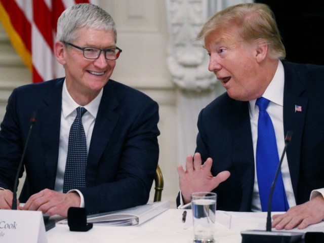 Trump admite que sus aranceles podrían darle una ventaja a Samsung