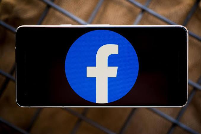 Facebook corrige el error