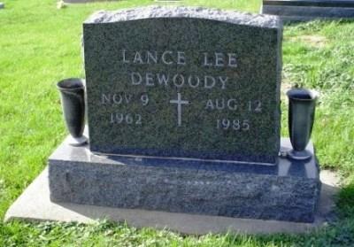 lance-dewoody-gravestone
