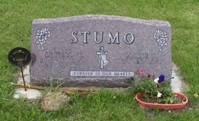 Lowell Stumo gravestone