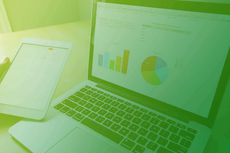 Zum Artikel IoT Plattform: Laptop und Tablet mit Datenanalysen und Grafiken, Diagramm