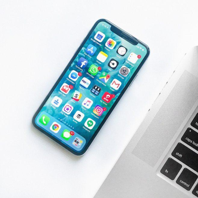 Moverse rápidamente entre las pantallas de iconos, en iPhone e iPad