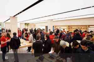 apple_marche_saint-germain_opens_in_paris_-_apple%e3%81%ae%e3%82%b3%e3%83%92%e3%82%9a%e3%83%bc