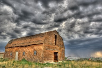 colorado-barn-tstorm-hdr