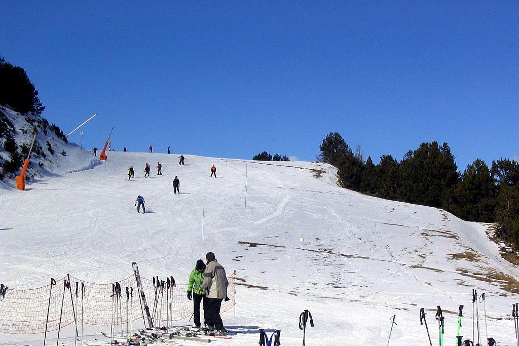 Grandvalira, Andorra, ski slopes, snow, blue sky, skiers, ski resort