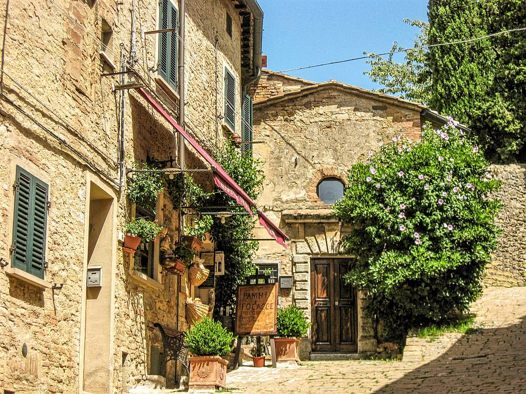 Volterra Tuscany Italy, Volterra city guide, attractions in Volterra, things to do and see in Volterra