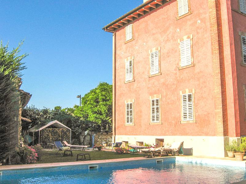 red house and a swimming pool in front of it, Villa Alba in San Gimignano