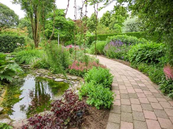 Garden with a lake Gardens of Appeltern