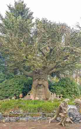 The Fairy Tale Tree that tells stories